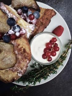 french toast berries and pears